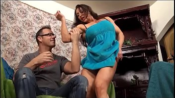 eroticmusclevideos - bulky damsel shares a cup of.