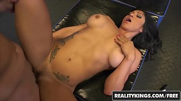 realitykings - cougar hunter - tarzan xo rivera.
