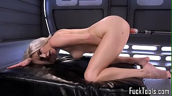 Solo babe squirting during machine session