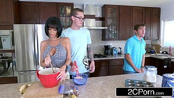 lonely cougar veronica avluv wants banana and gets.