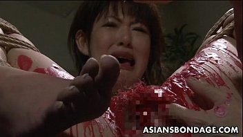 chinese stunner get her privates frosted in paraffin wax
