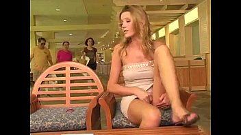 carli banks catched catched toyed in.
