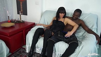 scambisti maturi - steaming interracial boink with inexperienced.