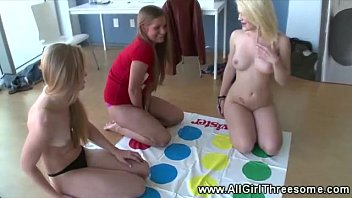 supah hot tart gets coochie ate in twister game