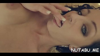 nubile stunner wanks snatch in her solo action.