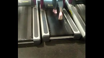 thick african donk on treadmill