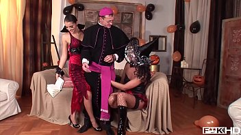 simony diamond amp_ lucy belle plow a priest.