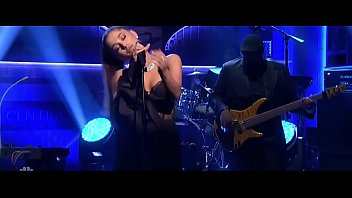 ariana grande in saturday night live.
