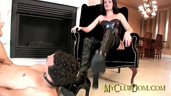 domme gets her shoes slurped tidy